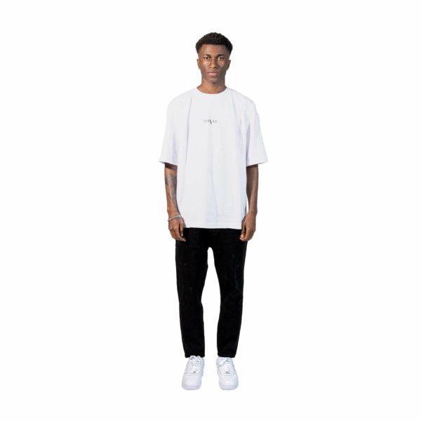 Velvet-Vienna-Streetwear-Style-StreetwearFashion-Basic-shirt-Oversized-shirt-outfit-T-shirt-weiß